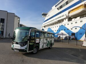 Electric minibus with cruise ship